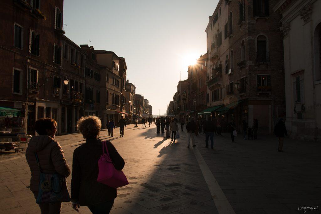 Spaziergang in die Sonne