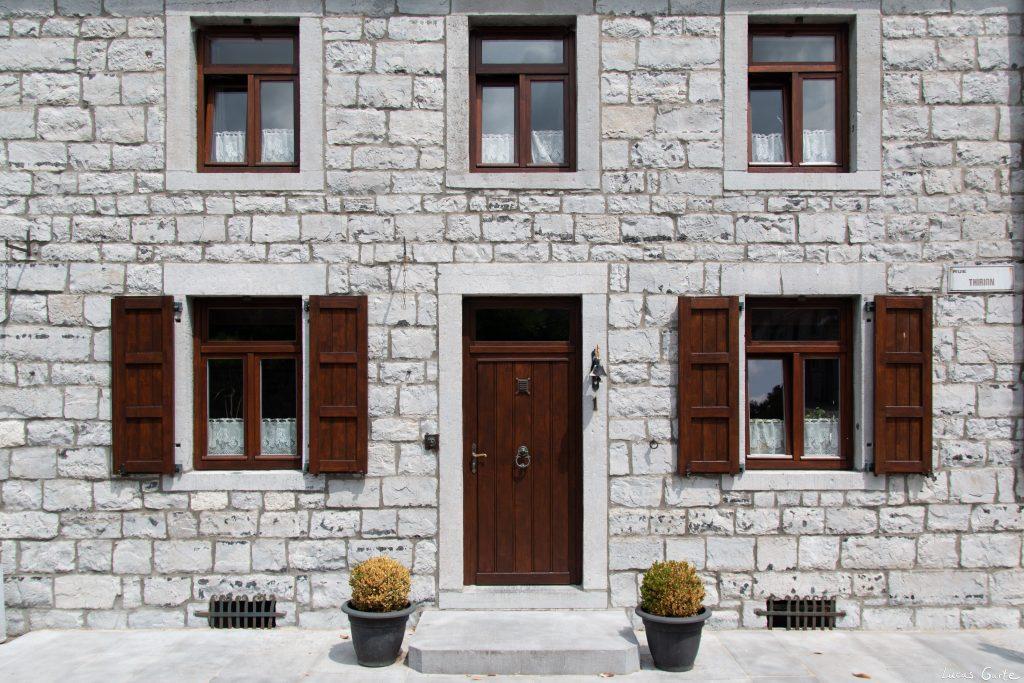 Sosoye, weißer Eingang