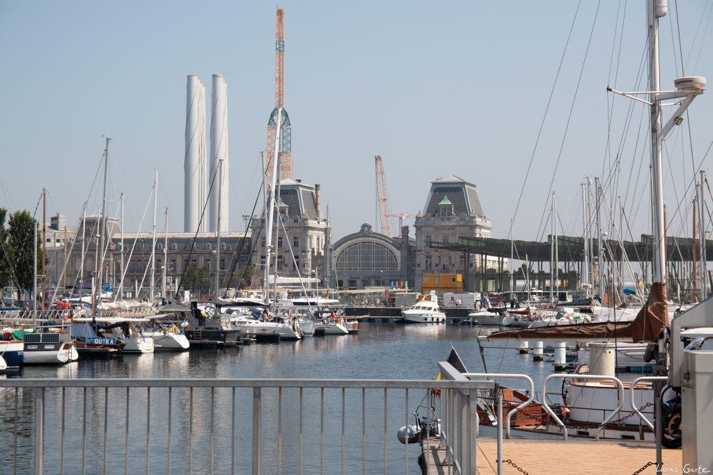 Schiffsbahnhof vorm Bahnhof