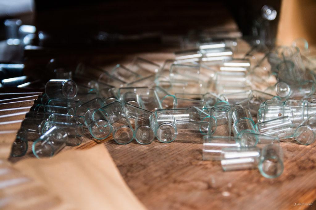 Glattes Glas in rauen Mengen